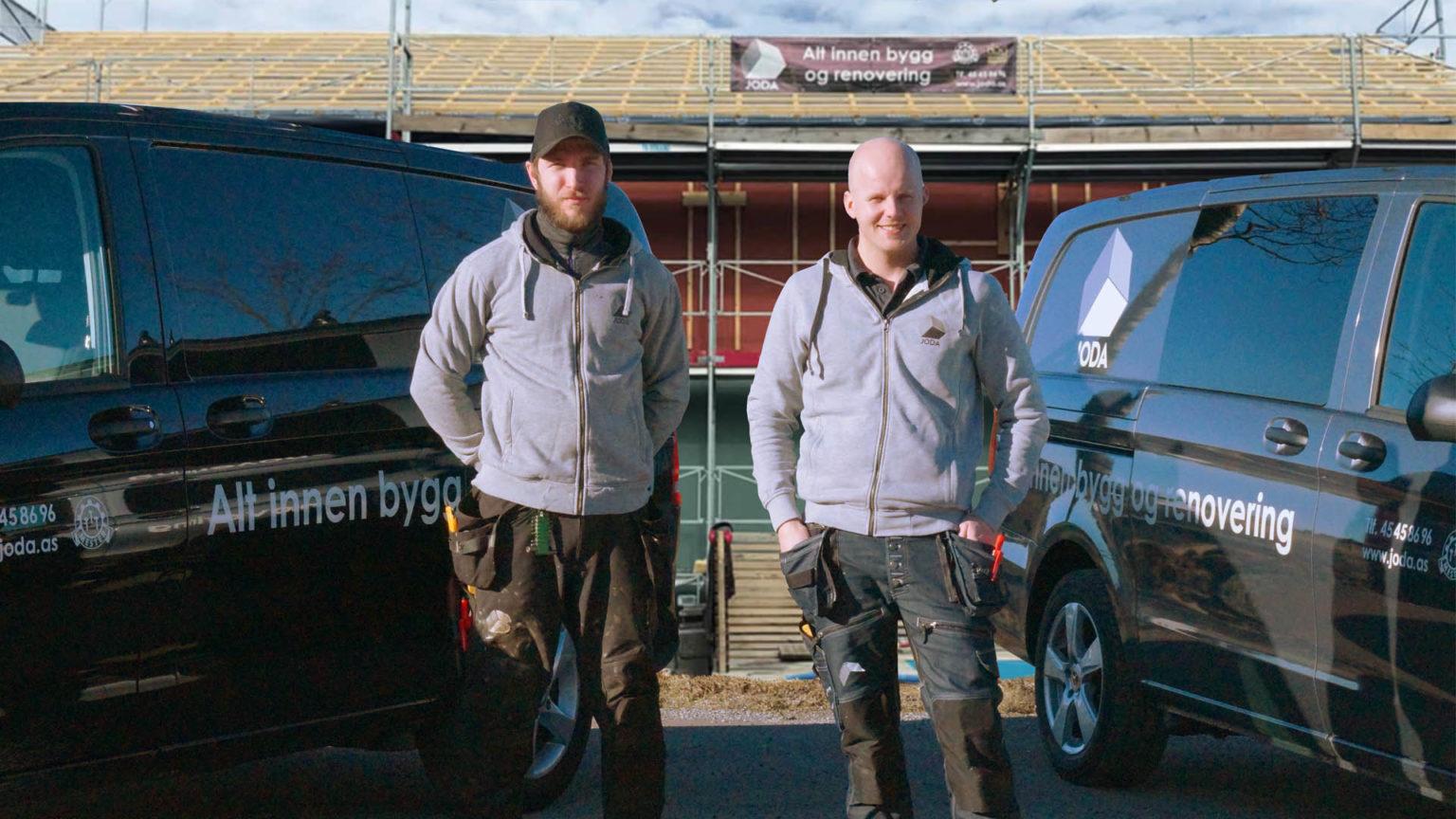 Vår byggmester og tømrer foran et hus, byggmester Ski, påbygg, nybygg og tilbygg i Ski og Follo